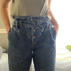 Hollister ultra-rise long mom jean.